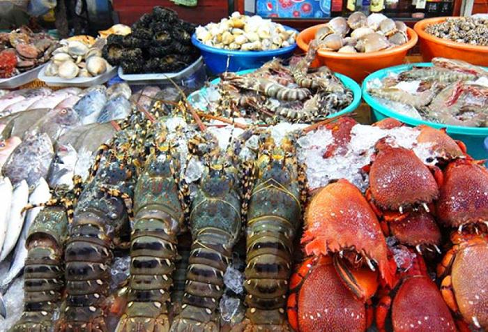 Vô vàn hải sản tươi ngon tại Chợ Đông Dương